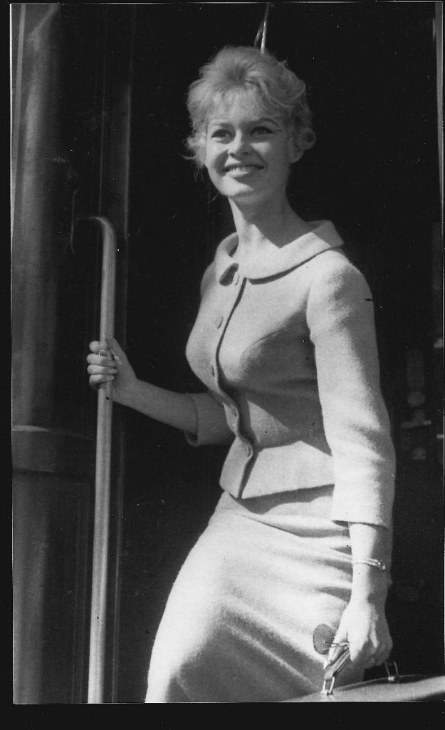 Brigitte bardot sur le train Bleu