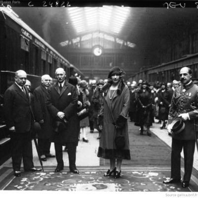 Wl depart de la reine d espagne pour londres 1925