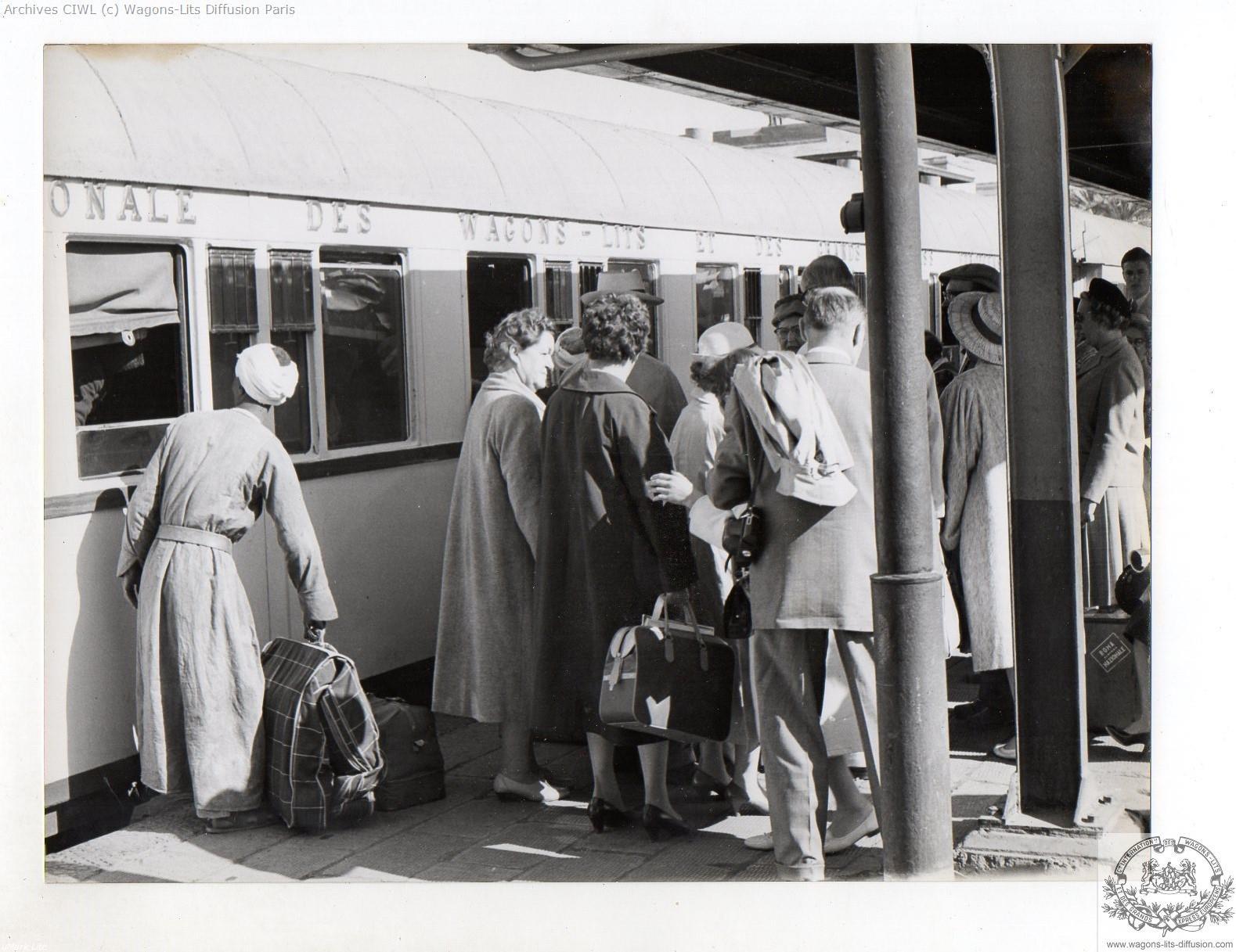 Wl egypt railways luxor train station in 1960 ciwlt coach