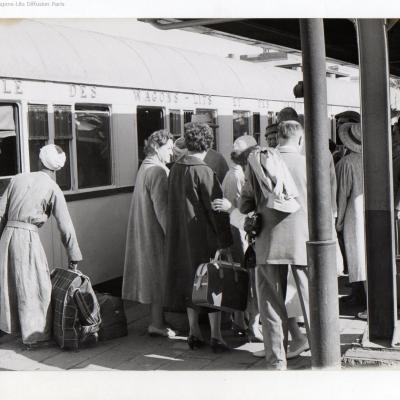 Wl egypt railways luxor train station in 1960 ciwlt coach