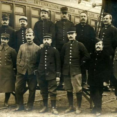 Wl militaires devant wagon restaurant vr n 481 saint denis 1915